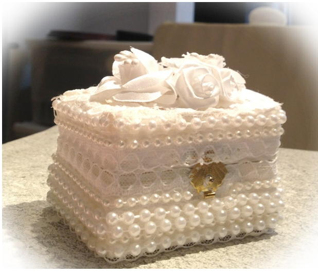 small pearl ring box