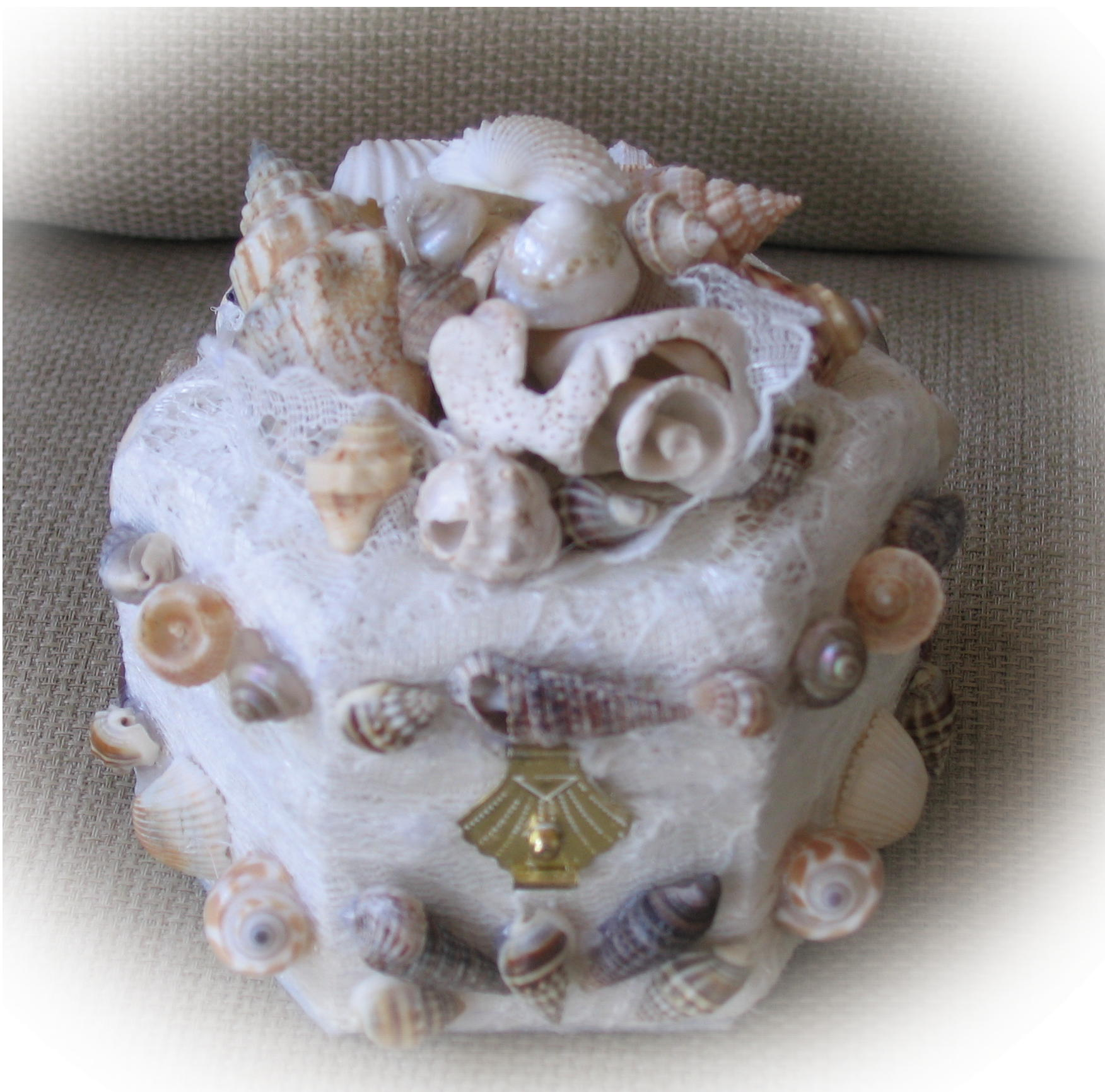 sea shell engaement or beach theme wedding ring box