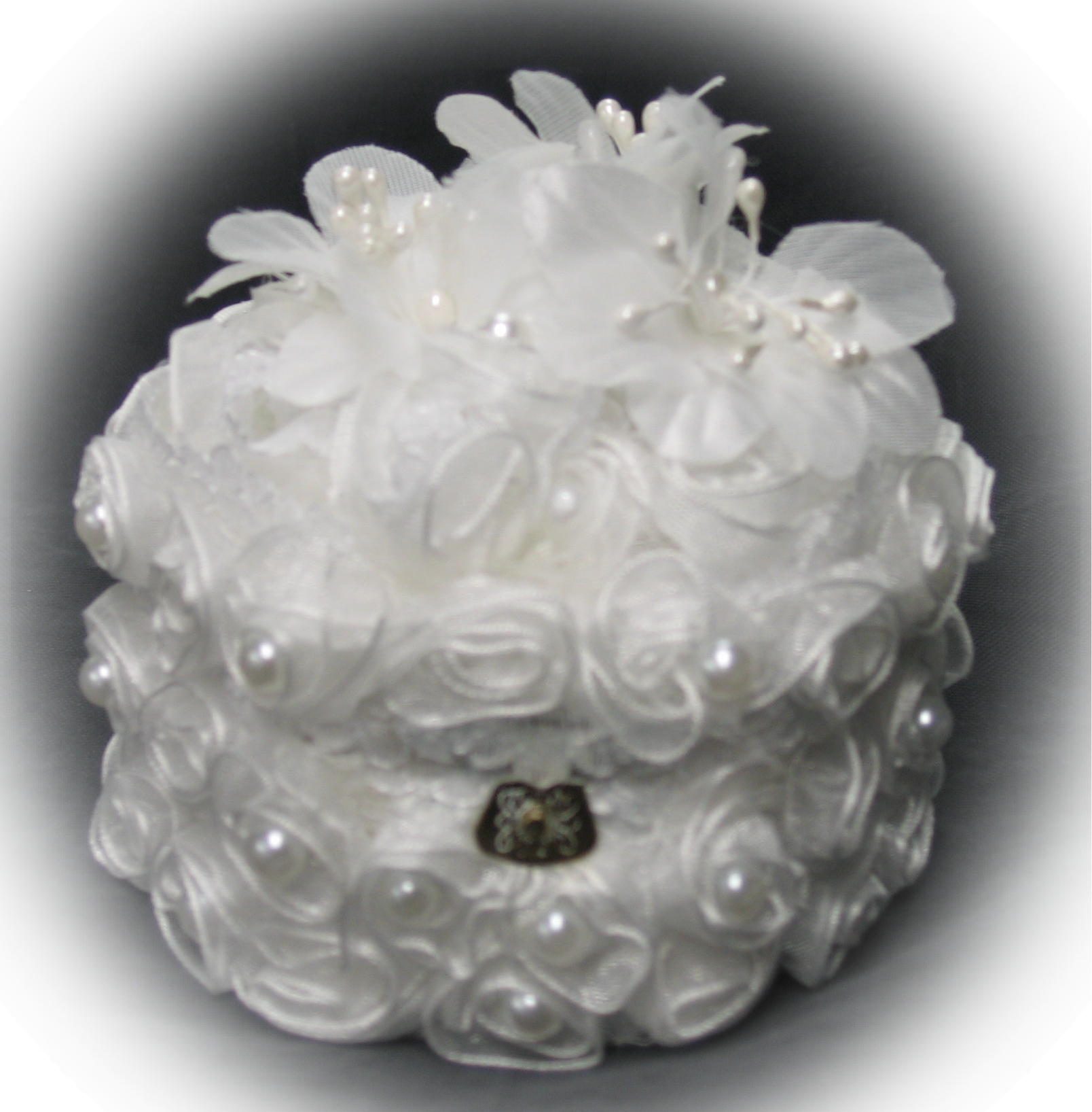 white rose and pearl ring box