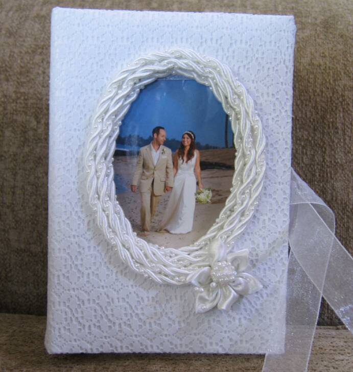 Oval beaded wedding album