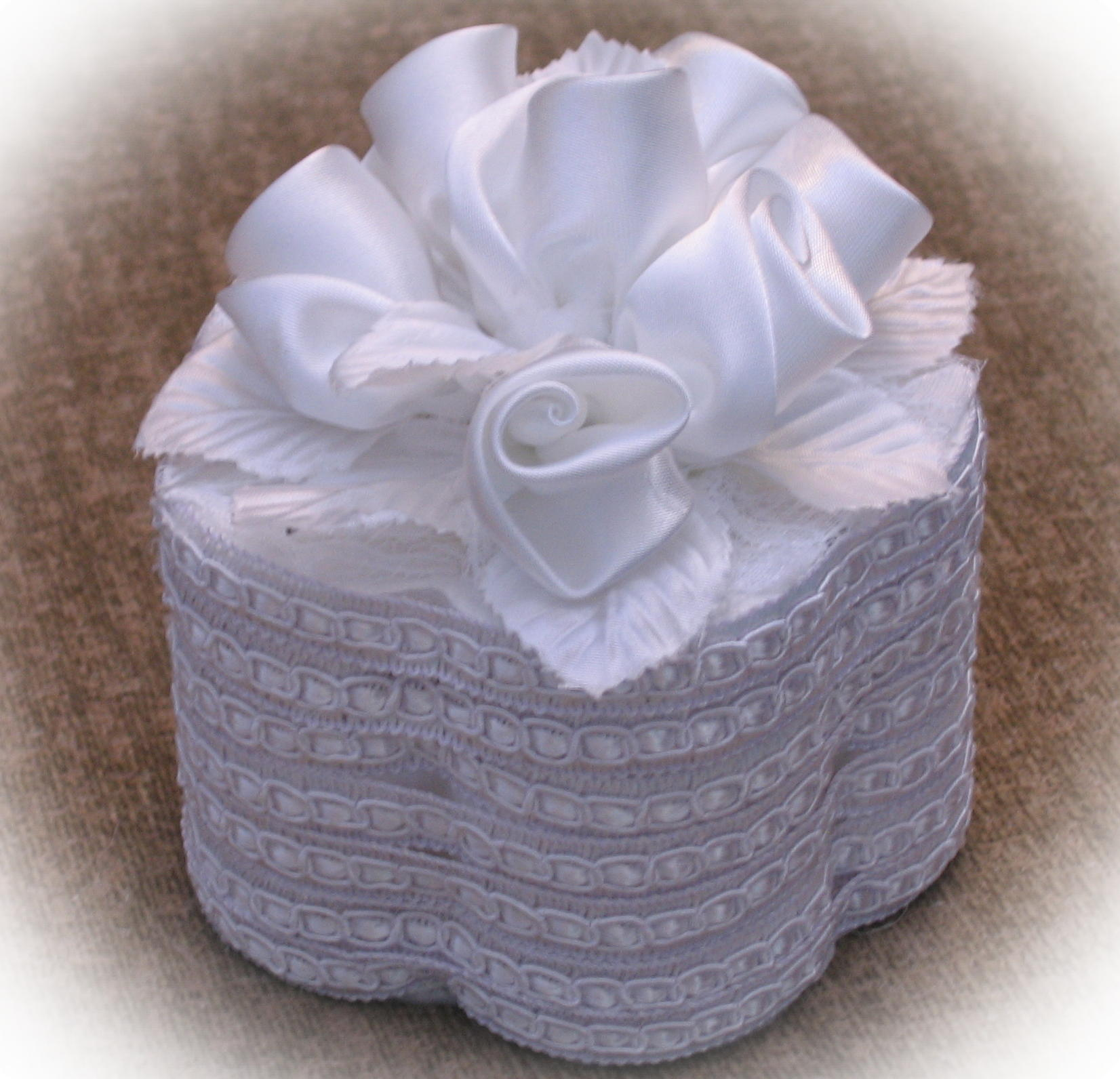 satin roses ring box