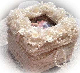 pearl and rose picture top ring box