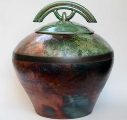 round urn with curved lid