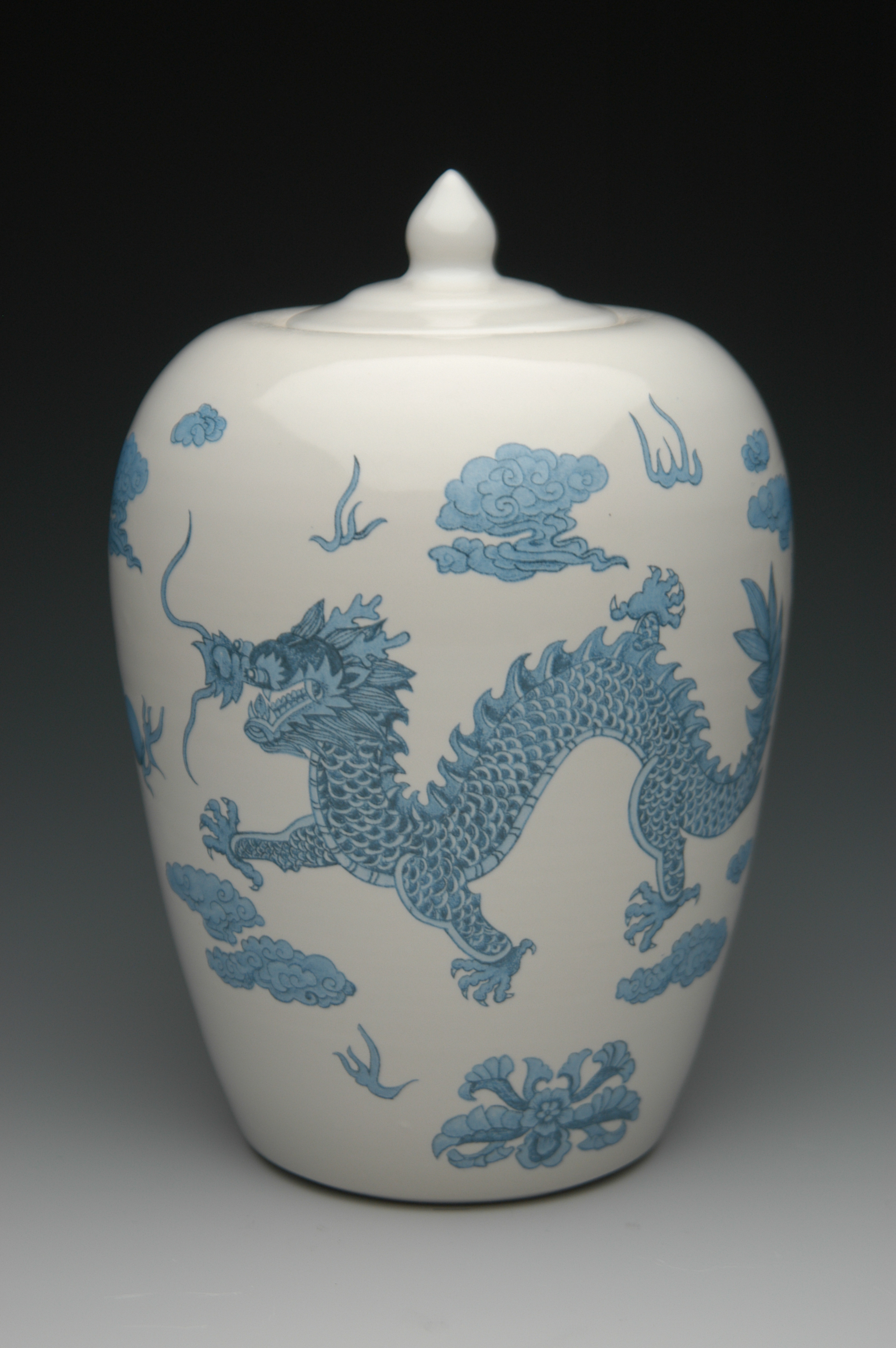 chineese dragon urn